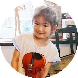 バイオリンレッスンの様子。受講は女子小学生。